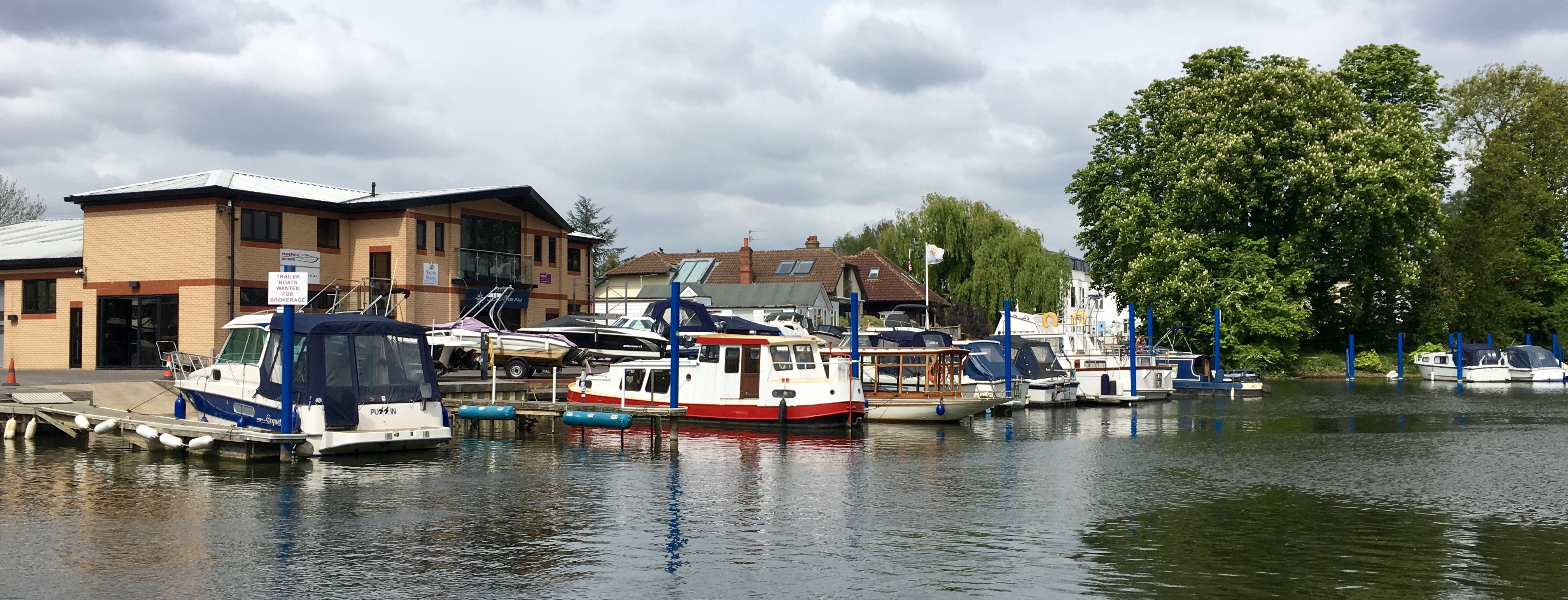 Boat Moorings and Boat Sales | River Thames